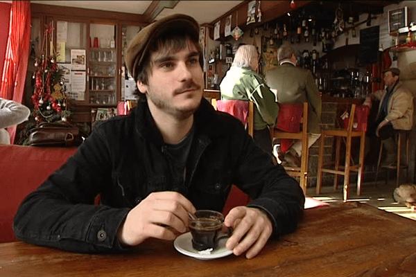 Le chanteur 100% Creuse Gauvain Sers se produit au festival aux champs de Chanteix