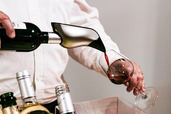 La startup Aveine, qui a créé le 1er aérateur de vin connecté, ouvre un bureau à Dijon