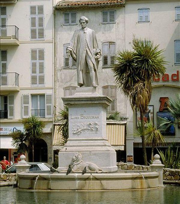 La statue à la mémoire d'Henry Brougham, square Frédéric Mistral à Cannes.