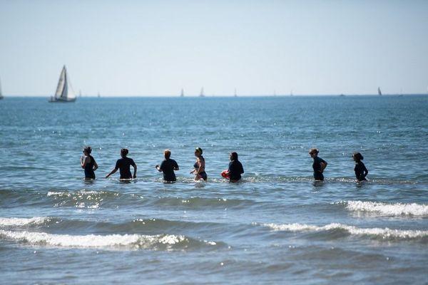 Pour se baigner en sécurité, comme ici à La Grande Motte, il faut respecter certaines consignes de sécurité.
