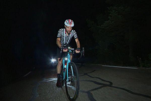 Sylvain Georges a battu le record de l'épreuve cycliste «Race across France», une course folle de 2 500 km. Pendant 4 jours, 22 heures et 50 minutes, il ne s'est accordé que des micro-siestes: 7 à 12 minutes toutes les 3 heures.