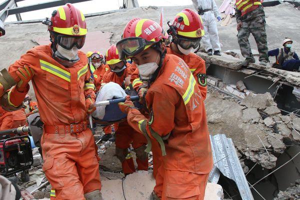 Intervention des secouristes chinois lors de l'effondrement d'un immeuble le 7 mars 2020 dans le district de Fujian, qui a fait 29 morts et 42 blessés.