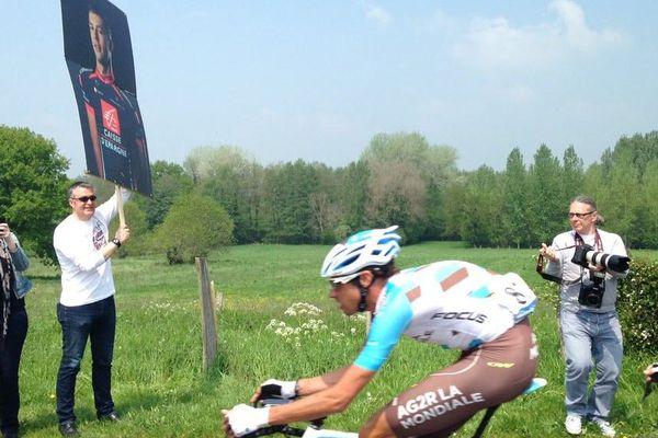 Sur la route de cette première étape du tour : l'hommage à Arnaud Coyot