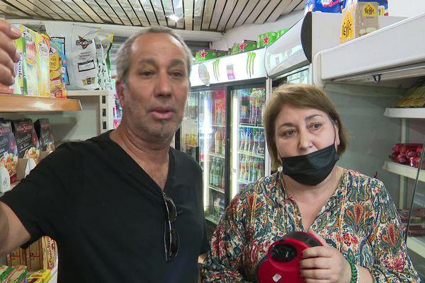 Moussa et Dounia, un couple d' épiciers de Montpellier impactés par le nouvel arrêté.