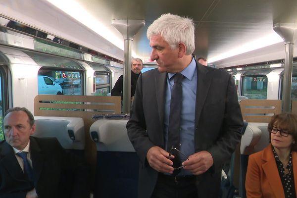 Rouen le 9 février 2020 : Hervé Morin à bord  d'une des premières rame OMNEO