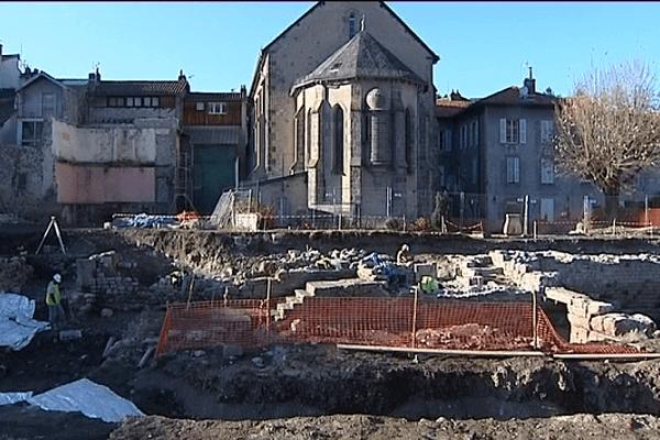 De nouvelles campagnes de fouilles devraient bientôt être effectuées sur les vestiges de l'Abbaye Saint-Géraud d'Aurillac, notamment autour des bâtiments conventuels.