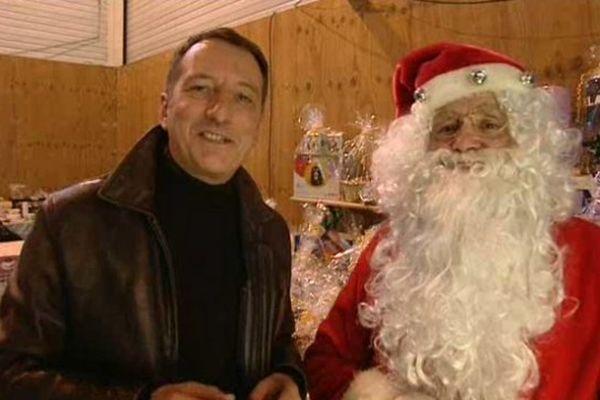 Christophe Joly en bonne compagnie au marché de Noël à Fraisans dans le Jura