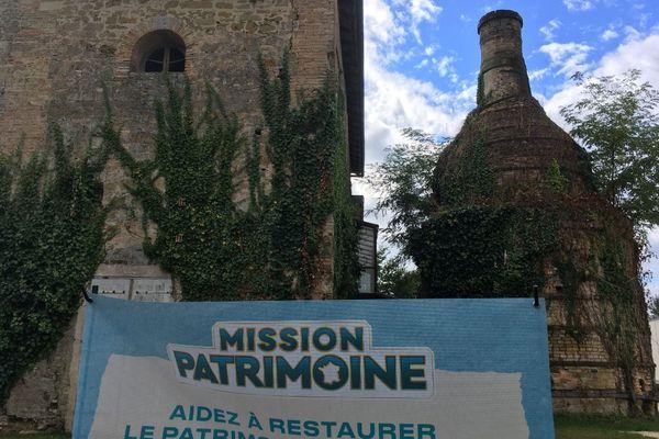 Il reste très peu d'exemples de fours-bouteilles en France, seulement cinq à six, témoins d'une histoire industrielle liée à la poterie. Deux d'entre eux se trouvent sur le site de la Poterie à Gradignan, près de Bordeaux.
