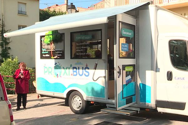 Le Proxibus dispense des formations en informatique du quotidien dans plusieurs villages des Pyrénées-Orientales