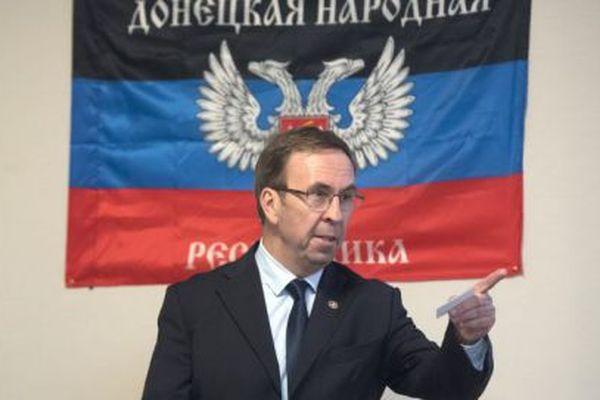 """Hubert Fayard, lors de l'inauguration de la """"représentation officielle"""" de la République de Donetsk à Marseille, le 25 sSeptembre 2017."""