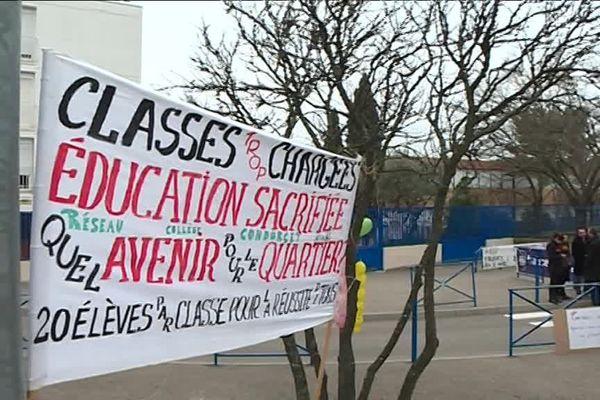 90 % des enseignants étaient en grève. Le mouvement se poursuit demain.