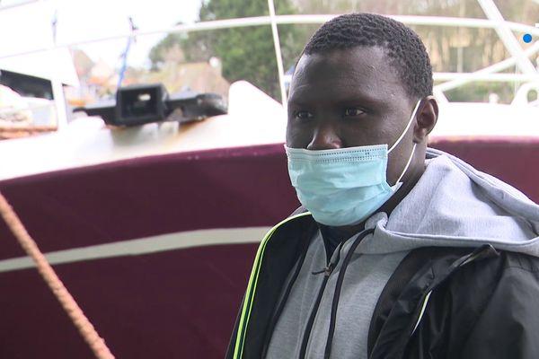 """Etre séparé de sa famille restée au Sénégal, """"c'est très dur"""" reconnaît Ibrahim Cissé, marin-pêcheur. """"Mais c'est la vie, c'est comme ça""""."""