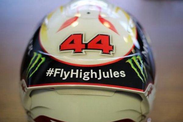 Le casque de Lewis Hamilton. Son hommage sera bien visible par ses rivaux, ce dimanche en course, car placé à l'arrière de son casque.