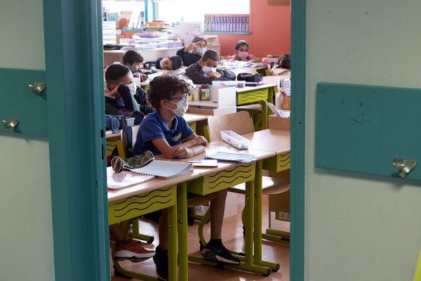 Le 4 octobre prochain, les élèves des écoles élémentaires pourraient bien se passer du masque, à condition que le taux d'incidence soit inférieur à 50.