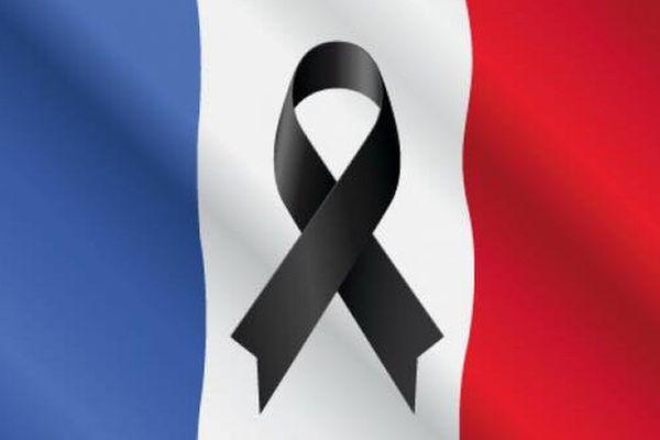 Le drapeau en berne ce matin sur de nombreuses pages Facebook