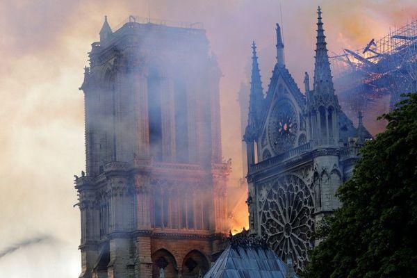 Ce lundi 15 avril 2019, un incendie a ravagé la cathédrale de Notre Dame de Paris.