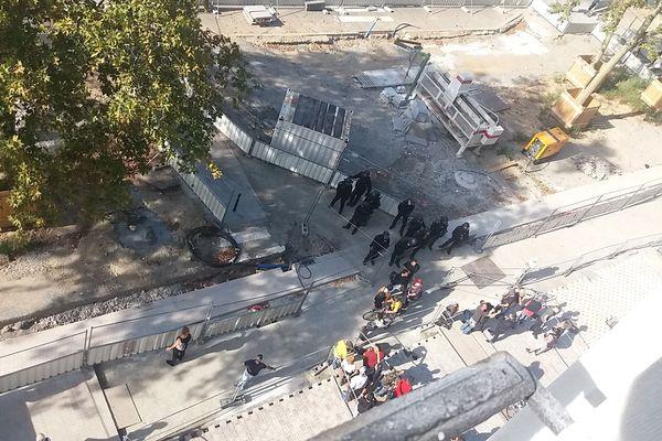 Comme l'atteste ce cliché pris le 14 septembre 2019, lors de la manifestation, il n'y avait pas de terrasse devant le Chat Noir, contrairement à ce qu'affirme l'arrêté préfectoral. Et pour cause, la rue Duguay Trouin était en travaux.