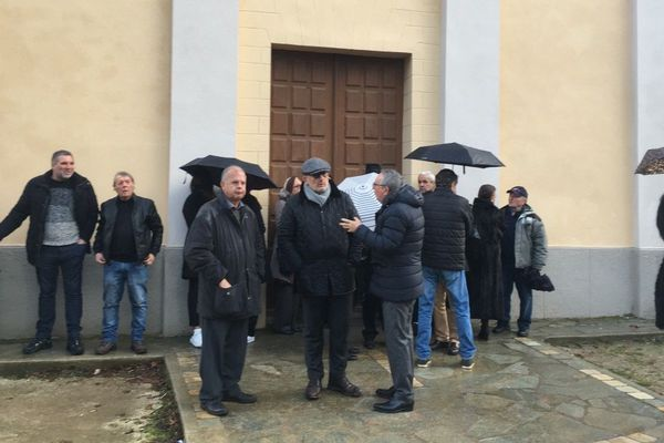 Le député François Pupponi est présent aux obsèques d'Edmond Simeoni à Lozzi lundi 17 décembre.
