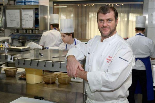 Christopher Coutanceau de retour dans les cuisines de son restaurant à La Rochelle.