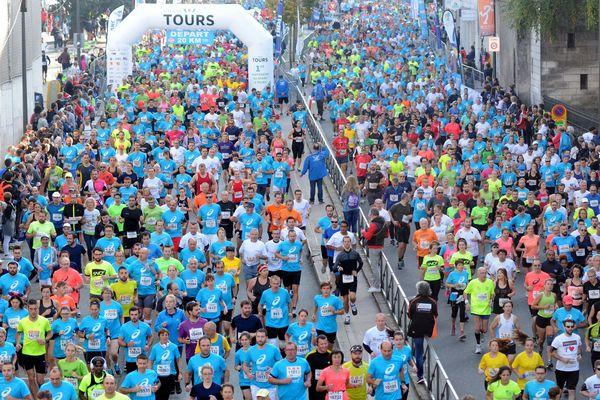 Coureurs au départ du marathon de Tours