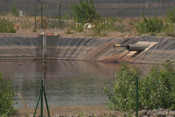Cuxac-d'Aude - Ces bassins servent à l'assainissement des eaux usées par le travail de vinification.