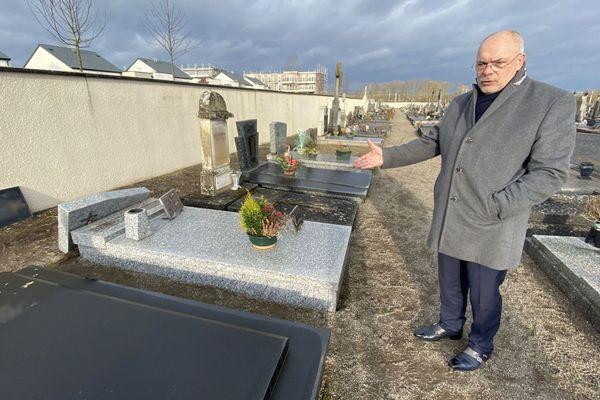 Bruno Sapin, maire de Yutz (Moselle), ne comprend pas les raisons de ce  vandalisme.