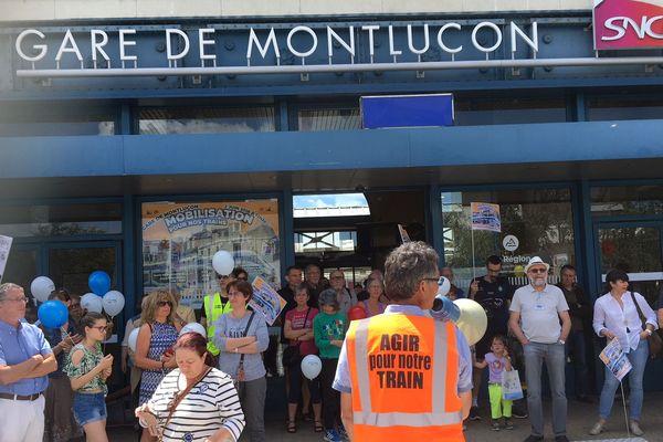 L'association De l'ombre à la lumière mobilisée une nouvelle fois pour demander une amélioration du réseau de train dans l'Allier.