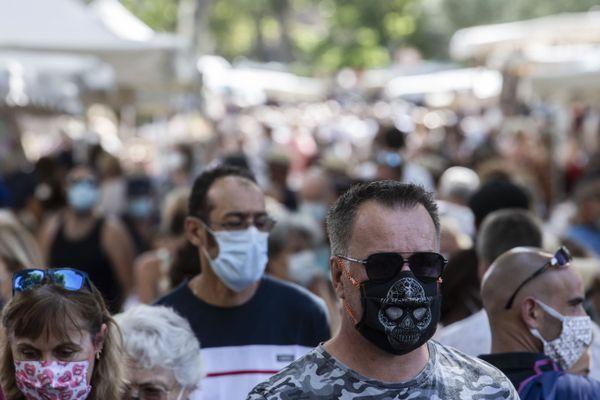 Les manifestations anti-masques restent minoritaires en France malgré une première fin août à Paris.