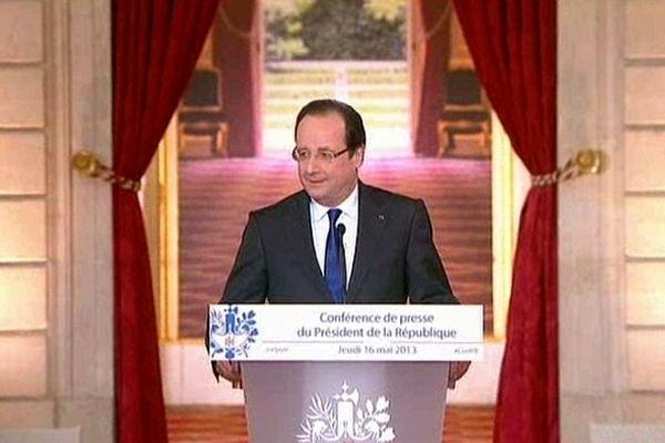 """François Hollande s'est dit à """"l'offensive"""" lors de la conférence de presse qu'il a donnée jeudi 16 mai 2013."""