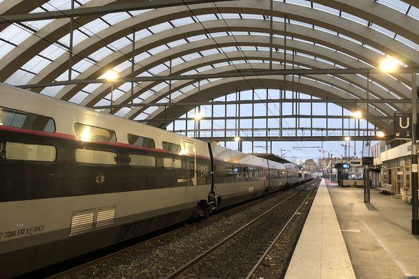 il n'y aura qu' un seul aller-retour TGV entre Reims et Paris jusque mercredi.
