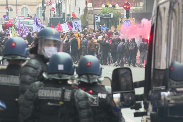 """Un rassemblement pour l'emploi et les salaires suivi d'une marche contre la loi """"Sécurité globale"""" ont rassemblé environ 1500 manifestants à Rennes"""