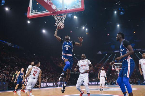 Pour l'édition 2018 du All Star Game français, la salle de Paris-Bercy (AccorHotels Arena) a fait salle comble avec 15.988 spectateurs, ce samedi 29 décembre.