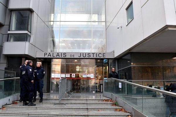 Le Tribunal de Grande Instance de Narbonne.