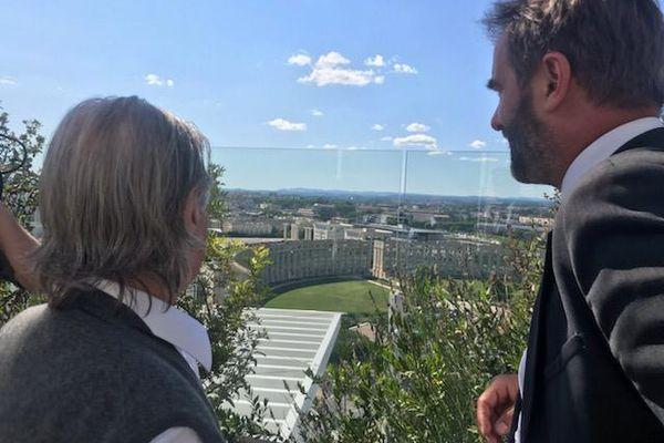 Ricardo Bofill, l'architecte du quartier Antigone à Montpellier et le maire Mickaël Delafosse prévoient ensemble de nouveaux projets pour la ville notamment autour de la transition énergétique