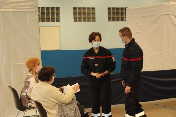 Les Pompiers assurent une grosse part logistique sur ce centre de vaccination