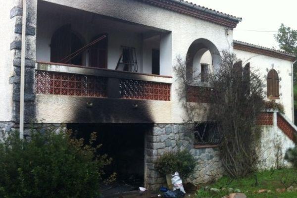 La résidence secondaire de la maire (DVD) de Senlis (Oise) cible d'un attentat.