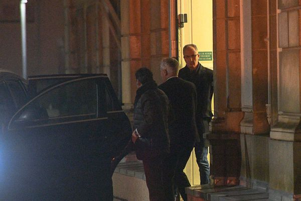 Saïd Chabane sort du palais de justice d'Angers, mercredi soir. Il a été mis en examen pour agressions sexuelles aggravées.