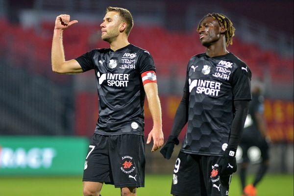 À Valenciennes, l'Amiens SC s'est offert une belle victoire (ici le capitaine Alexis Blin et Stephen Odey à Rodez le 5 décembre, photo d'illustration).