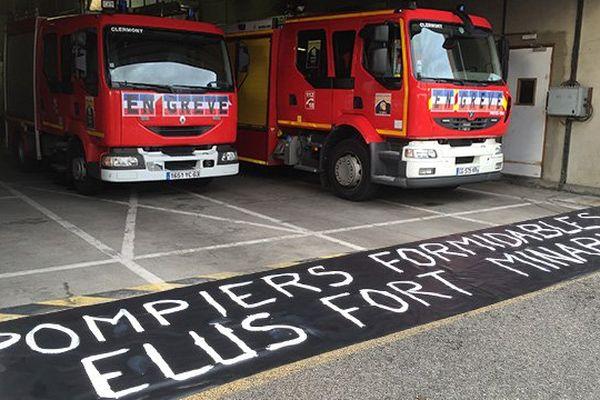 """Slogan de la grève des pompiers : """"Pompiers formidables - Elus fort minables"""""""