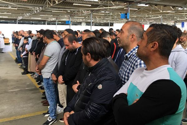 La communauté turque rassemblée pour un moment de prières après l'accident qui a coûté la vie à un jeune garçon de 10 ans