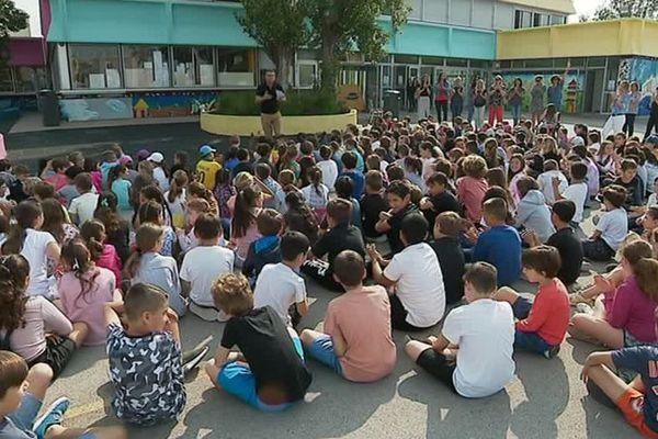 Les élèves de l'école primaire de Palavas, dans l'Hérault ont relevé le défi de la semaine sans écrans ! mai 2018