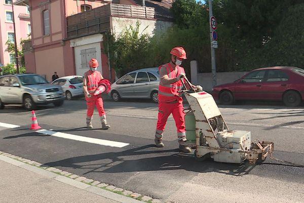 Les travaux pour l'installation de bandes cyclables ont commencé le 17 août route du Général de Gaulle à Schiltigheim.