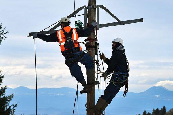 Près de 15 000 foyers sont privés d'électricité en Auvergne, ce vendredi 13 décembre.(Photo d'illustration)