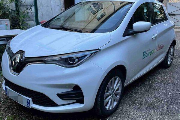 La ville de Bourgoin-Jallieu se dote d'une voiture LAPI. Des caméras embarquées permettent un meilleur contrôle du stationnement payant.