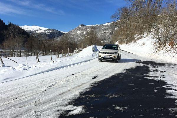 Selon Météo France, des chutes de neige et des pluies verglaçantes sont prévues dans le Cantal, le Puy-de-Dôme et l'Allier.