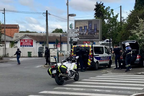 Une opération de police est en cours avenue Carnot à Mérignac ce mardi 4 mai.