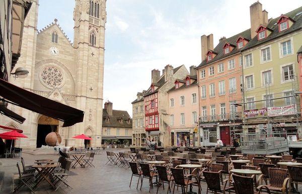 La place Saint-Vincent à Chalon-sur-Saône, en Saône-et-Loire.