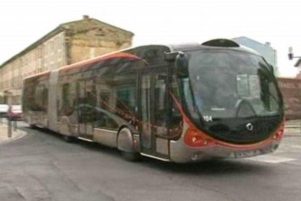 Nîmes - le trambus TCSP en ville - archives