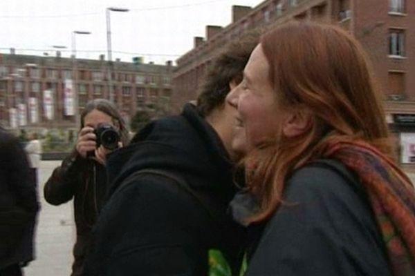 Opération Kiss In a Amiens dans le cadre des manifestations Mariage pour tous