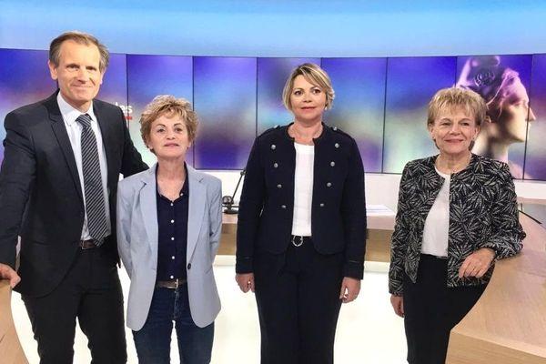 Marie Madeleine Doré Lucas, Gaëlle Le Roch et Christine Le Strat (de gauche à droite) sur le plateau de France 3 Bretagne pour le débat du 2e tour des municipales de Pontivy présenté par Robin Durand